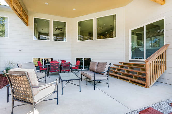 1201 S Fawnwood St Wichita Ks Small 026 50 Outdoor Living Area 666×445 72dpi